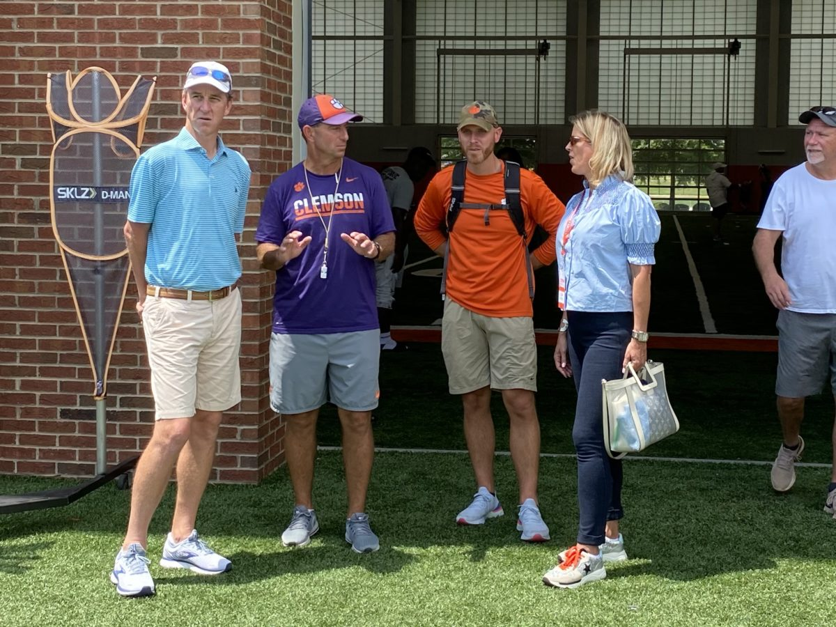 Arch-Manning-family-Clemson-football-visit-Tigers